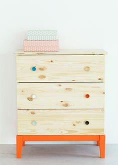 Voeg kleuraccenten toe aan een simpele kast #kinderkamer | IKEA