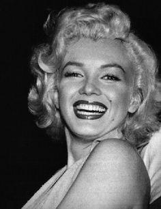 "12305fifthhelenadrive: "" Marilyn Monroe Photoblog : My daily personal selection of rare photos of Marilyn Monroe. """