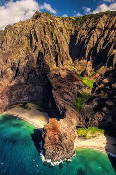 Kalalau cliffs, hawaii beautiful scenery, beautiful world, beautiful places Places Around The World, Oh The Places You'll Go, Places To Travel, Places To Visit, Around The Worlds, Vacation Destinations, Dream Vacations, Vacation Spots, Kauai Vacation