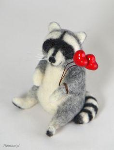 Valentine racoon. Needle felted toy by Krupennikova Oxana. Влюбленный енот, войлочная игрушка. Крупенникова Оксана.