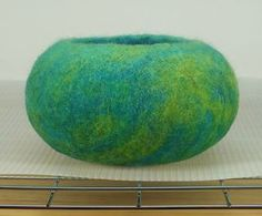 Felting Tutorial - how to make a wet felted pod or vessel - See more at: http://rosiepink.typepad.co.uk/rosiepink/tutorial-how-to-make-a-wet-felted-pod.html#sthash.odjAnkE0.dpuf