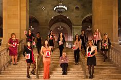 Eric Sicotte, président d'APOLLO L'AGENCE et directeur artistique, en compagnie des 12 lauréates de la 4ème édition des Femmes en Affaires APOLLO L'AGENCE.