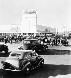 Exterior view of Ralphs Supermarket at the corner of Crenshaw Boulevard and Rodeo Road at the stores opening, 1942 :: California Historical Society Collection, 1860-1960