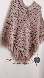 Como prometi a vocs vou explicar rapidamente como fiz esse PONCHO, ele super fcil e rpido de tecer. Crochet Cape, Crochet Shawl, Knit Crochet, Knitting Yarn, Knitting Patterns, Crochet Patterns For Beginners, Crochet Slippers, Knit Fashion, Crochet Designs