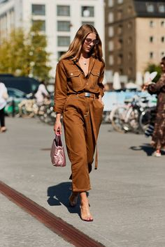 Summer Street Style Looks to Copy Now Sommer Streetstyle Mode / Fashion Week Week Cool Street Fashion, Look Fashion, Womens Fashion, Fashion Tips, Fashion Trends, Feminine Fashion, Ladies Fashion, Fashion Styles, Fashion Outfits