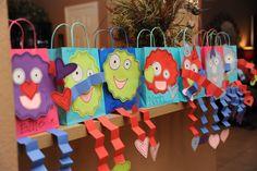 valentine holder bag crafts for kids | Valentines {thank God for Pinterest ;)} I ended up giving my kids ...