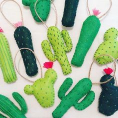 This fun and simple DIY craft project is a great idea for lovers of cacti. Contrary to a real cactus, these felt decorations are pleasant to touch! Diy Christmas Ornaments, Felt Christmas, Felt Ornaments, Cactus Craft, Cactus Decor, Cactus Cactus, Cacti, Easy Felt Crafts, Felt Diy