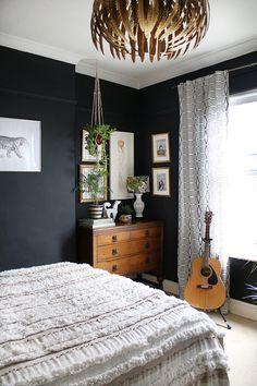 Black boho glam bedroom with vintage dresser and plants home decor bedroom, bohemian bedroom decor Glam Bedroom, Bedroom Black, Bedroom Vintage, Trendy Bedroom, Home Decor Bedroom, Modern Bedroom, Diy Home Decor, Bedroom Ideas, Eclectic Bedrooms