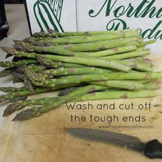 Instructions for dehydrating asparagus. Begin by washing and cutting off the tough ends Dehydrated Vegetables, Dehydrated Food, Veggies, Survival Food, Survival Guide, Emergency Preparedness, Eat Seasonal, Veggie Side Dishes, Grow Your Own Food