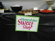 Honeydukes Buffet, with links to free printable signs and tags