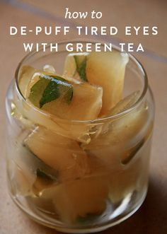 How to De-Puff Tired Eyes with Green Tea. Brew some green tea. Pour it into ice cubes. Freeze. Then apply under your eyes the morning of. Read on for more detailed instructions on how to incorporate this into your daily beauty routine.