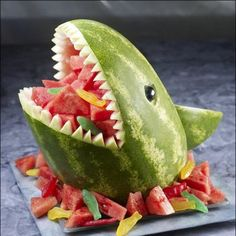 Great for summer pool party! Watermelon Shark - great for a pool party! Wish I knew to do this when I was with Classic Casseroles on the Vineyard. it would have been perfect for the parties we catered the year they were filming Jaws! Cute Food, Good Food, Watermelon Carving, Shark Watermelon, Carved Watermelon, Watermelon Ideas, Watermelon Basket, Watermelon Animals, Watermelon Centerpiece