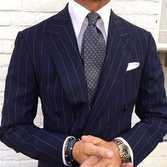 Iconosquare – Instagram webviewer Modern Mens Fashion, Mens Fashion Suits, Mens Suits, Blue Suit Men, Designer Suits For Men, Best Dressed Man, Pinstripe Suit, Formal Suits, Gentleman Style