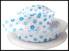 biais blanc fleurs bleues - UNE HISTOIRE DE MODE