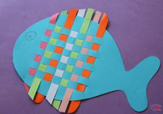 Ces poissons tissés ne sont vraiment pas très difficiles à faire, à partir du moment où la technique de tissage est maitrisée. On peut aussi faire d'autres animaux comme un hibou, ou bien un tigre, un zèbre (ceux-là sont peut-être un peu plus complexes à dessiner, mais vous trouverez aisément un gabarit sur Google Images par exemple). On a également profité des extrémités des bandes pour tailler des nageoires dorsales et ventrales. Matériel nécessaire pour fabriquer des poissons tissés…