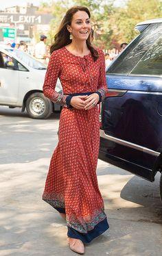 Минувшую неделю герцогиня Кембриджская Кэтрин вместе с принцем Уильямом провела в Индии и Бутане. Целью поездки стало укрепление отношений между Великобританией и Индией. И, конечно же, индийское турне монаршей четы не обошлось без официальных выходов.