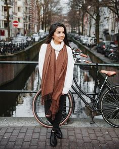 nunca imaginei que fosse ter amsterdam como cenário para os meus looks.. tô vivendo um sonho! 🙏🏻 | can you imagine how amazing it is to have amsterdam as your pictures background? i'm living a dream! (this look will be up on my blog tomorrow!) #ootd #streetstyle #lookoftheday #dailylook #lookbook #whatiwore #styleblogger #personalstyle #instafashion #outfitinspo #amsterdam #amsterdamcanals #netherlands #nederland (by @leonvanderleephotography)