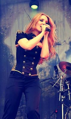 Simone Simons - Epica  Gorgeous woman with the most incredible voice!