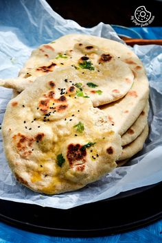 This Easy Instant Yeast Free Whole Wheat Naan is basically a simple naan recipe made on tawa with yogurt and some baking soda. Naan Recipe Video, Naan Bread Recipe No Yeast, Yeast Free Breads, Indian Bread Recipes, Recipes With Naan Bread, Flatbread Recipes, Indian Breads, Vegan Lunch Recipes, Cooking Recipes