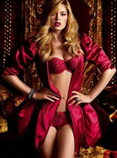 Doutzen Kroes (Victoria's Secret lingerie)✿⊱╮Sexy ✿⊱╮️LO Hot Lingerie, Belle Lingerie, Lingerie Plus Size, Satin Lingerie, Fashion Lingerie, Bridal Lingerie, Doutzen Kroes, Lingerie Victoria Secret, Underwear