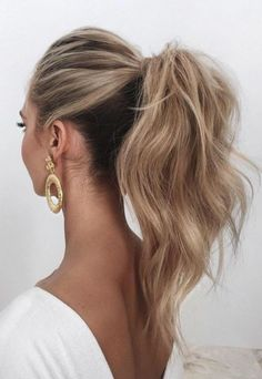 28 Casual Wedding Hairstyles For Effortlessly Chic Brides - Hair + Beauty Medium Hair Styles, Short Hair Styles, Long Hair Ponytail Styles, Messy High Ponytails, Updo Styles, Diy Hairstyles, Casual Wedding Hairstyles, Ponytail Wedding Hair, Hairstyles 2018