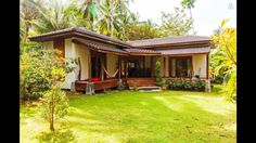 Bungalow Haus Design, Modern Bungalow House, Thai House, Village House Design, Village Houses, Rest House, House In The Woods, Style At Home, Bamboo House