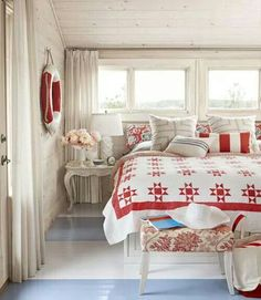 Camera da letto stile mare in rosso
