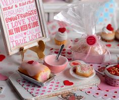Ideal for your Valentines Day baking scene, this set includes a vanilla loaf cake thats adorned with tiny fondant hearts and has a heart design