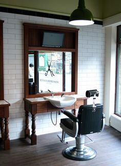 Barbers Cutting Station - JR MENS