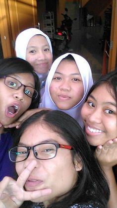"""Having fun with """"anak kosan"""" :D"""