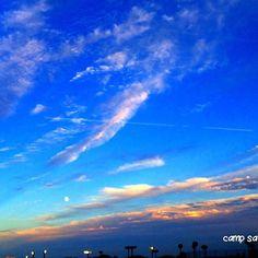 【campsaiko】さんのInstagramをピンしています。 《おつかれさんせっとー:) お月さまと空がすごくきれいだよー🎶 . 今ですね、所用により羽田空港におります😆 . 羽田空港といえばモノレールですね💕 . そして今、空がものすごくきれいです🤗✨✨ . さあ、一回手を止めて空を見るといいのですよ('‿‿'。) . よし!早く用事を終えてキャンプの準備するのねー! . #sky #sunrise  #beautifulday #amazingsky #skylovers  #skies #happy #lovers_nippon #skyview #horizon #oceanview #sunlovers #sunset #sundown #sunshinecoast #clouds #igで繋がる空 #空 #海 #太陽 #雲 #空が好き #自然 #景色 #しあわせ #カコソラ #好きな人 #ig_japan #東京カメラ部 #きれい . スーツケース買いに行かなきゃ💦》
