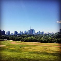 Riverdale Park East in Toronto, ON. You can get a great city skyline photo here. There's a large track and a field that's great for recreation. Good place for a date in the evening when the sun sets Toronto Skyline, Seattle Skyline, Engagement Photos, Monument Valley, Beautiful Places, Canada, Sun Sets, Mountains, Park