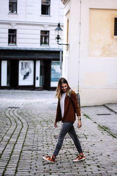 25 JAHRE EVA - WAS ICH BIS JETZT GELERNT HABE: Warum ich auf mein Herz höre und mich nicht mehr von gesellschaftlichen Normen stressen lasse Jackets, Fashion, Fashion Styles, Thoughts, Heart, Studying, Down Jackets, Moda, Fashion Illustrations
