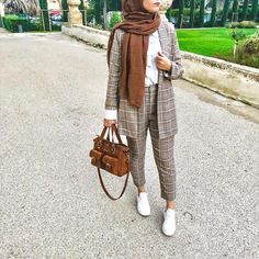 Checked pants hijab style – Just Trendy Girls: www. Checked pants hijab style – Just Hijab Chic, Hijab Style Dress, Casual Hijab Outfit, Modern Hijab Fashion, Hijab Fashion Inspiration, Muslim Fashion, Modest Fashion, Modest Outfits Muslim, Gold Fashion