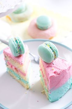 Vanilla Ombre Cake with Macarons #pink | #mint | #pastel