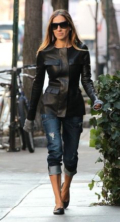 sarah jessica parker leather coat and jeans