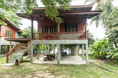 Bamboo house design with natural nuances. Staying in a bamboo house will bring you to the atmosphere of living in nature. Wooden House Design, Bamboo House Design, Small House Design, Bungalow, Hut House, Cozy House, Farm House, Filipino House, Jungle House