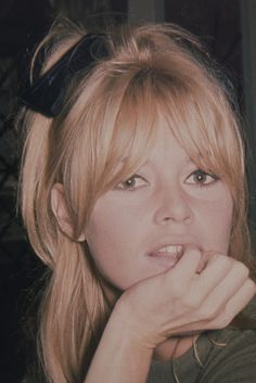 Intimate Photos Of Brigitte Bardot Are So Stunning It Hurts Brigitte Bardot: 13 Unseen Photographs, London 1968 is on view at Dadiani Fine Art in London until June Hairstyles With Bangs, Pretty Hairstyles, Long Haircuts, Long Fringe Hairstyles, Bangs Hairstyle, Latest Hairstyles, Hair Day, New Hair, Hair Inspo