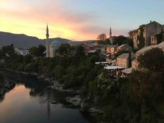 Sunset over Koski Mehmed Pasha Mosque is probably among the most famous monuments in Mostar, surrounded by beautiful turquoise waters of Neretva river. Visit our website: www.tourguidemostar.com #architecture #photography #travel #travelworld #tara #halebija #oldbridge #oldtown #mostar #tourguidemostar #neretva