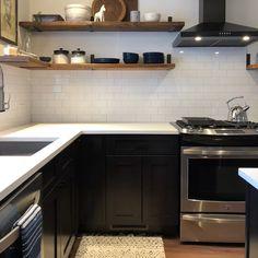 Black Kitchen Cabinets, Kitchen Hoods, Black Kitchens, Kitchen Tiles, Dark Cabinets, Kitchen With Black Appliances, Updated Kitchen, New Kitchen, Home Decor Kitchen