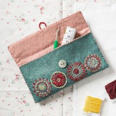 Most current Pictures hand sewing pouch Strategies Felt Sewing Pouch Embroidery Kit Wool Embroidery, Embroidery Patterns, Embroidery Stitches, Bag Patterns, Felt Pouch, Felt Purse, Love Sewing, Hand Sewing, Sewing Crafts