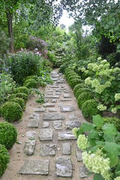 On the right, Hydrangea arborescens 'Annabelle' in squares of boxwood balls in Jardin Agapanthe by Alexandre Thomas.            https://www.facebook.com/jardins.agapanthe/
