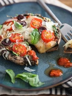 Portobello Mushroom Pizza-healthy and delicious! Just 3 ingredients (plus a few optional ones) and you have dinner!- I use organic sauce and veggies and it's great! Healthy Recipes, Veggie Recipes, Healthy Snacks, Vegetarian Recipes, Dinner Recipes, Healthy Eating, Cooking Recipes, Healthy Pizza, Vegan Pizza