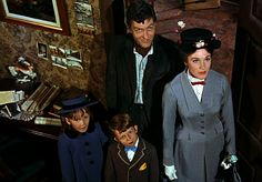 Educación en casa Mary Poppins 1964, Movie M, World Movies, Julie Andrews, Walt Disney Pictures, Period Dramas, Movies And Tv Shows, Movie Stars, Musicals