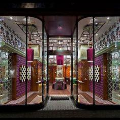 Loja Penhaligon, em Londres, Inglaterra. Projeto do escritório Jenner Studio. #moda #atitude #fashion #fashionattitude #lojaconceito #conceptstore #storedesign #interior #interiores #artes #arts #art #arte #decor #decoração #architecturelover #architecture #arquitetura #design #projetocompartilhar #davidguerra #shareproject #penhaligon #londres #london #inglaterra #england #uk #jennerstudio