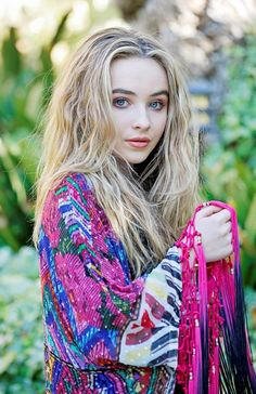 Coral Dorsey, played by Sabrina Carpenter. Pretty People, Beautiful People, Sabrina Carpenter Style, Fashion 2017, Fashion Outfits, Foto Casual, Girl Meets World, Cute Celebrities, Disney Channel