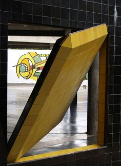 Detalle del Bimural de Victor Vasarely - Homenaje a Malevitch by Gorgal, via Flickr