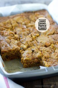 Loaded Caramel Pumpkin Blondies - Clean out the cabinets with these Loaded Caramel Pumpkin Blondies – filled with Pumpkin Spice Hershey's Kisses, chocolate chips, toffee and a caramel layer. -- for all my pumpkin loving friends! Just Desserts, Delicious Desserts, Dessert Recipes, Yummy Food, Fall Desserts, Dessert Bars, Appetizer Recipes, Pumpkin Recipes, Fall Recipes