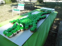 Great idea for my mister he luvs swamp people. Alligator Birthday Parties, Alligator Party, Boy Birthday Parties, Baby Birthday, 10th Birthday, Birthday Ideas, Dinosaur Birthday, Swamp Party, Swamp Theme