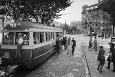 Tranvía estacionado en el paseo de Gràcia a la altura de la avenida Diagonal. Barcelona, años '40 '50. Colección Plasencia / IEFC